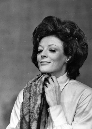 Maggie-Smith-maggie-smith-30735099-359-500