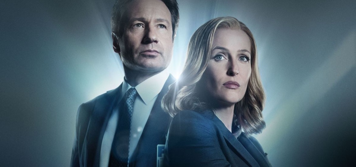 THE X-FILES: L-R: David Duchovny and Gillian Anderson. The next mind-bending chapter of THE X-FILES debuts with a special two-night event beginning Sunday, Jan. 24 (10:00-11:00 PM ET/7:00-8:00 PM PT), following the NFC CHAMPIONSHIP GAME, and continuing with its time period premiere on Monday, Jan. 25 (8:00-9:00 PM ET/PT).  ©2015 Fox Broadcasting Co.  Cr:  Frank Ockenfels/FOX