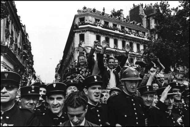 FRANCE. Paris. 1944. Crowds throng the Champs Elysees during the celebrations on the 26th August 1944 for the liberation of Paris.